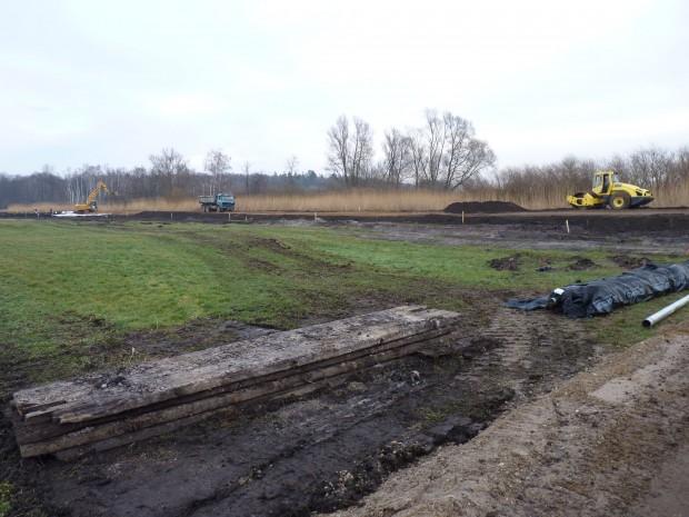 DredgDikes Pilot Dike Under Construction